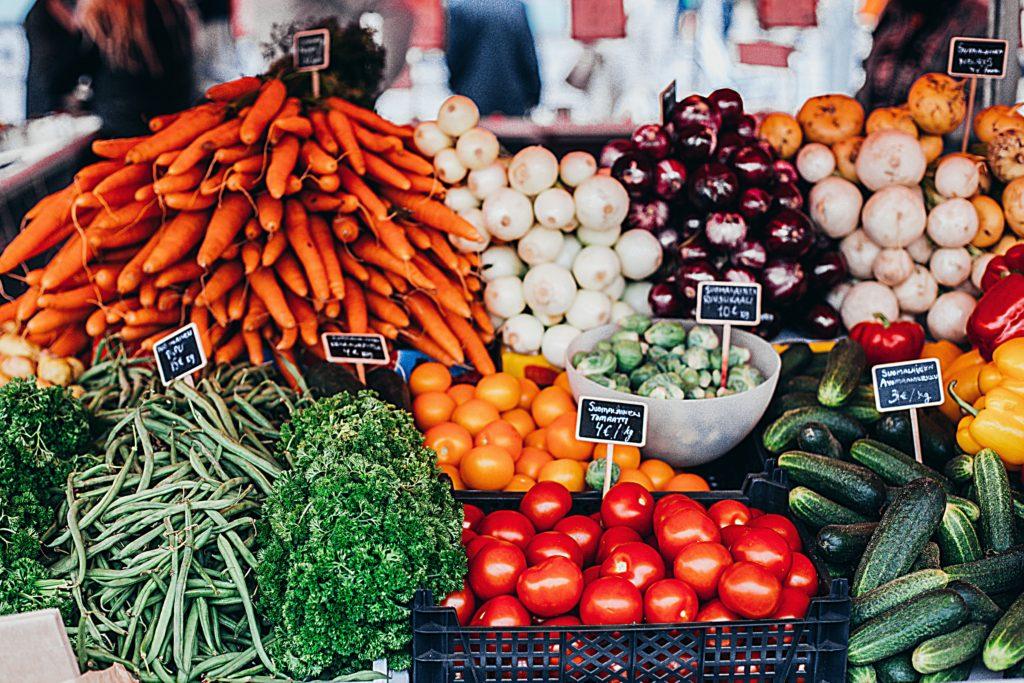 BENEFITS OF FROZEN FRUIT & VEGGIES